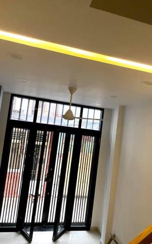 Phòng khách nhà phố quận 1 Nhà phố 3 tầng hẻm Bùi Viện, diện tích 2.55m x10m