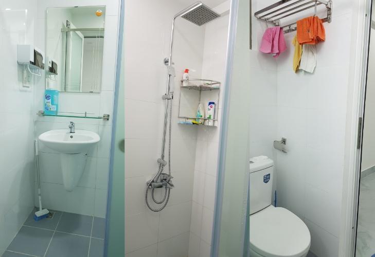 Nhà vệ sinh Saigon South Residence Căn hộ Saigon South Residence tầng cao, ban công hướng Tây đón gió.