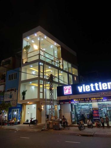 Bán nhà phố 3 lầu, mặt tiền đường Nguyễn Đình Chiểu Q3, diện tích 75m2, cách Vòng xoay Dân Chủ 800m