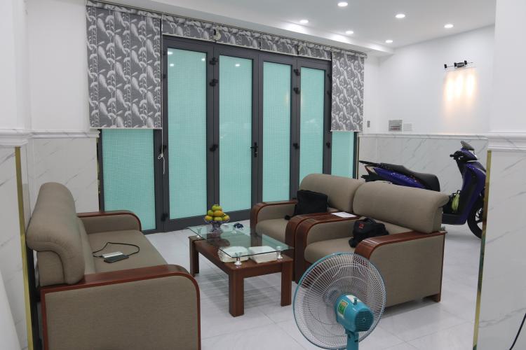 Bán nhà phố mặt tiền đường Phạm Văn Đồng, nội thất cơ bản