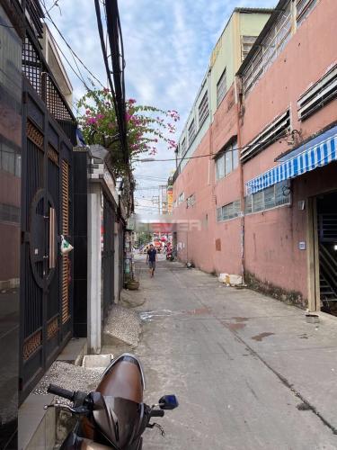 Hẻm nhà phố Bình Tân Nhà phố 1 trệt 2 lầu hướng Đông, diện tích sử dụng 120m2.