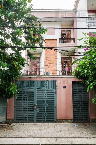 Cổng Trước Bán nhà phố 2 tầng, đường 73, phường Tân Quy Q.7, diện tích đất 135m2, đầy đủ nội thất, cách Lotte Mart 500m