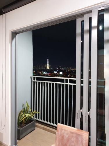 View căn hộ Palm Heights , Quận 2 Căn hộ Palm Heights tầng 9 nội thất gỗ hiện đại đầy đủ, thiết kế sang trọng.