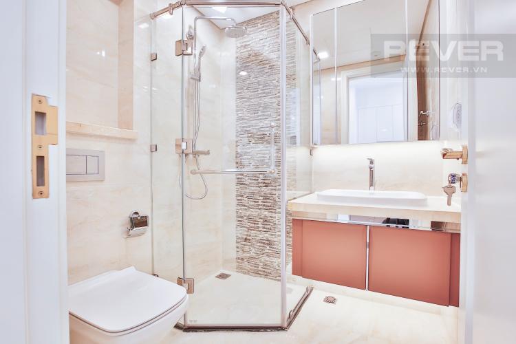 Toilet Officetel Vinhomes Golden River 1 phòng ngủ tầng cao A2 nhà trống
