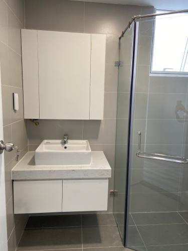 toilet căn hộ SUNRISE RIVERSIDE Bán căn hộ Sunrise Riverside 3PN, tầng thấp, nội thất cơ bản