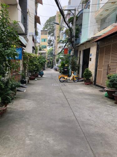 Hẻm xe hơi nhà phố Lý Thường Kiệt, Quận 10 Nhà phố hướng Nam, hẻm xe hơi, diện tích 95m2.