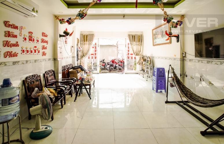 Phòng Khách Tầng Trệt Bán nhà nằm tại địa chỉ 156/50 Nguyễn Thị Thập, diện tích sử dụng 65,9m2, view nội khu