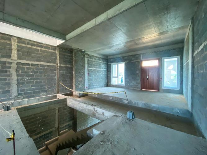 Cho thuê nhà phố Thủ Thiêm Lakeview với tổng diện tích 420m2, chưa ngăn phòng, rộng rãi.