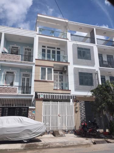 Nhà phố mặt tiền hướng Đông Nam diện tích 52m2, khu dân cư an ninh.