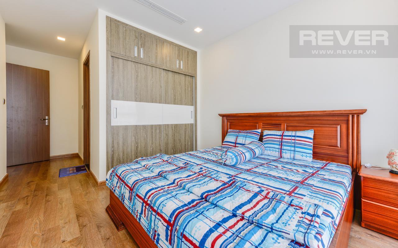 rHIyhCutqjEhwySn Bán hoặc cho thuê căn hộ Vinhomes Central Park 2PN, tầng cao, đầy đủ nội thất, view sông thoáng đãng