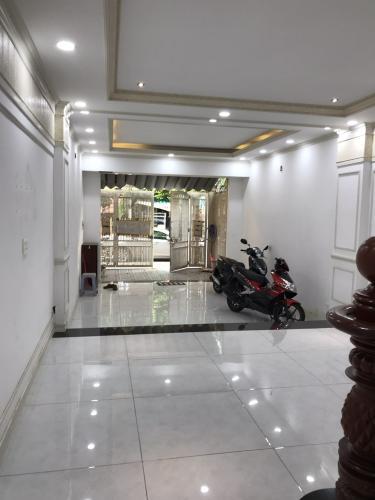Sân trước nhà phố Nguyễn Bỉnh Khiêm, Gò Vấp Nhà phố mặt tiền Gò Vấp, thích hợp kinh doanh, mở văn phòng.