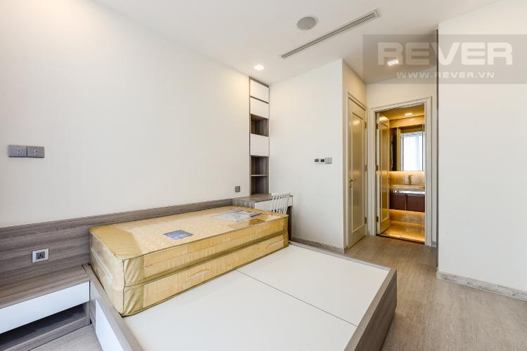 Phòng ngủ 1 Căn hộ Vinhomes Golden River tầng thấp A3 view sông 2 phòng ngủ