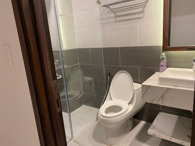 Nhà vệ sinh Saigon South Residence  Căn hộ Saigon South Residence ban công hướng Tây, đầy đủ nội thất
