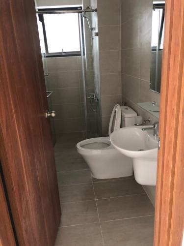 Phòng tắm Cityland Park Hills, Gò Vấp Căn hộ Cityland Park Hills hướng Nam, view hồ bơi nội khu.