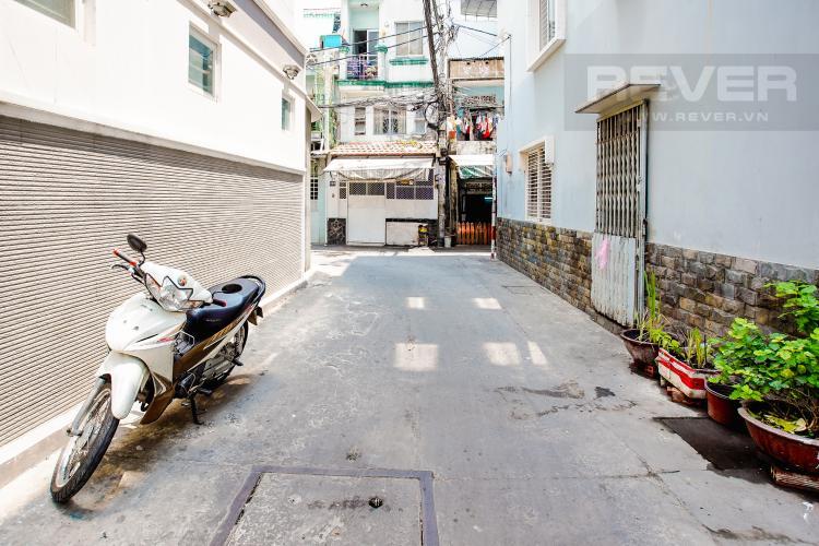 Lối Đi 1 Bán nhà phố đường Huỳnh Văn Bánh 43.8m2, 3 lầu 5PN 4WC, view khu dân cư