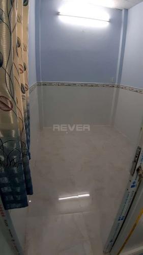 Phòng ngủ nhà phố Phạm Thế Hiển, quận 8 Nhà phố có sổ hồng riêng, bàn giao ngay, view hướng Bắc.