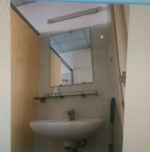 Phòng tắm Skyway Residence, Bình Chánh Căn hộ Skyway Residence tầng thấp, view thành phố.