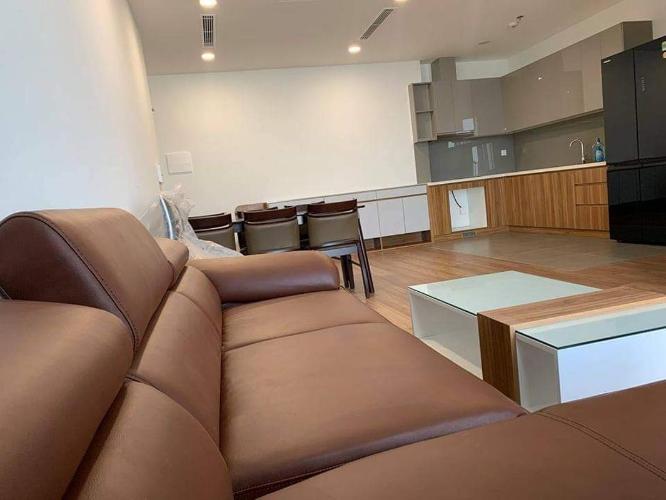 Căn hộ Eco Green Saigon sàn gỗ sang trọng, nội thất đầy đủ tiện nghi.