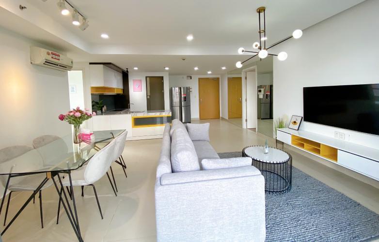 Phòng khách Masteri Thảo Điền Quận 2 Căn hộ Masteri Thảo Điền view nội khu hồ bơi, nội thất sang trọng.