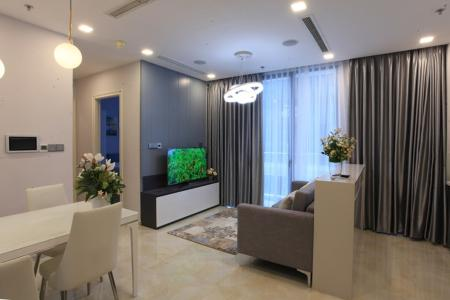 Bán hoặc cho thuê căn hộ Vinhomes Golden River 2PN, tầng thấp, đầy đủ nội thất, view hồ bơi nội khu