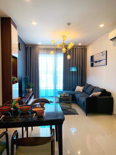 Phòng khách căn hộ Saigon Royal Căn hộ Saigon Royal tầng cao thiết kế sang trọng view hướng ra sông.