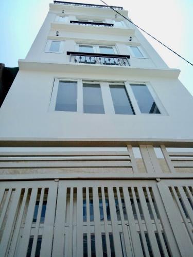Bán nhà phố hẻm 4 tầng Quận 4, diện tích 33.3m2, vị trí thuận lợi, sổ hồng pháp lý đầy đủ.