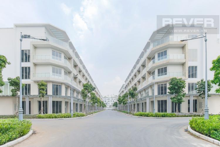 Giao lộ Cho thuê căn hộ shophouse Sarimi Sala Đại Quang Minh, diện tích 456m2, bàn giao hoàn thiện bên ngoài