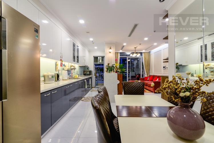 Phòng Khách Căn hộ Vinhomes Central Park 3PN đầy đủ nội thất, view hồ bơi