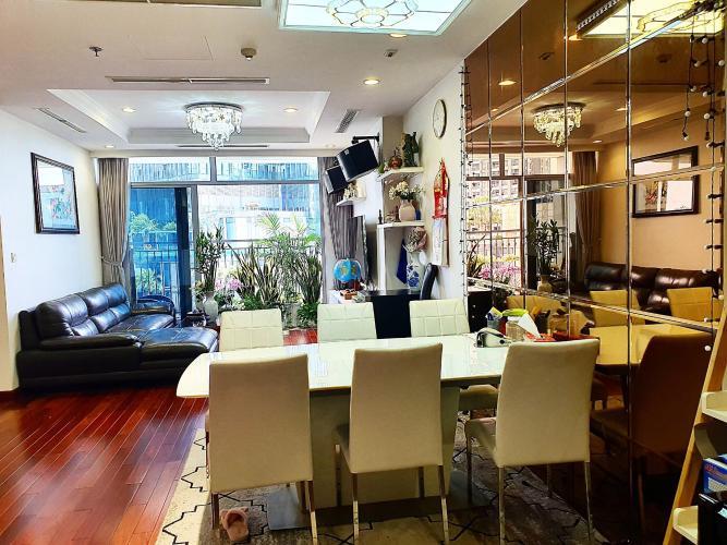 Bán căn hộ Vinhomes Central Park tầng thấp, diện tích 126.2m2