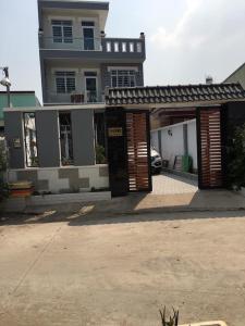 Bán nhà 3 tầng đường Lò Lu, Quận 9, đầy đủ nội thất, sổ hồng chính chủ, cách chợ Trường Thạnh 300m