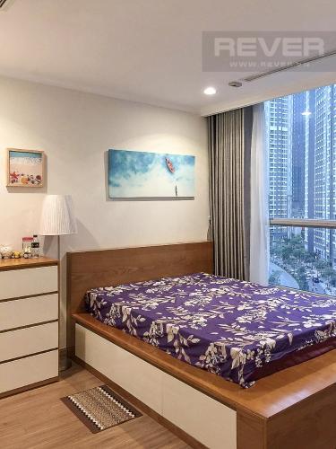 Phòng Ngủ Bán căn hộ Vinhomes Central Park 2PN cho Người Nước Ngoài, tháp The Central 2, đầy đủ nội thất, hướng Đông Bắc đón gió