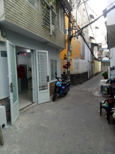 Bán nhà phố quận Phú Nhuận có tiện ích đa dạng, sổ hồng chính chủ.