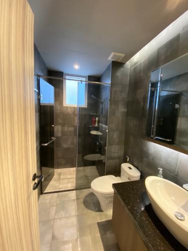 tolet Bán căn hộ Sunrise Riverside thuộc tầng thấp, 2 phòng ngủ, diện tích 70.45m2, sổ hồng đầy đủ