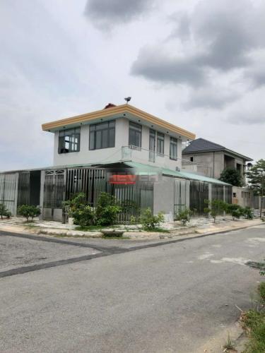 Mặt tiền nhà phố Bưng Ông Thoàn, Quận 9 Nhà phố 2 mặt tiền đường lớn, rộng 230m2 hướng Tây Bắc.
