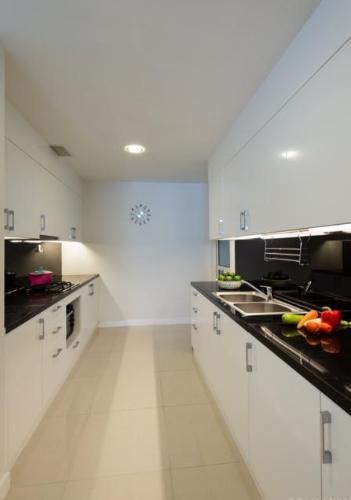 Bếp căn hộ SUNRISE CITY Bán hoặc cho thuê căn hộ Sunrise City 3PN, tháp V2 khu South, diện tích 162m2, đầy đủ nội thất