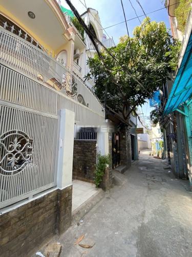 Nhà phố hướng Bắc diện tích 100m2 hẻm xe máy, sổ hồng bàn giao ngay.