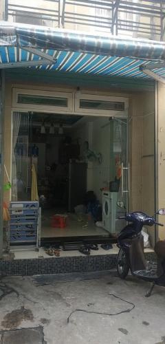 Phòng khách nhà phố Đinh Tiên Hoàng, Bình Thạnh Nhà phố hướng Đông hẻm 2.5m, diện tích 23.1m2, bàn giao sổ hồng riêng.