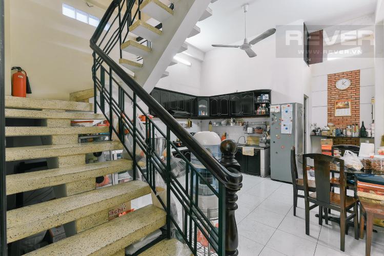 Cầu thang nhà phố Bình Thạnh Bán nhà hẻm ô tô quay đầu, gần vòng xoay Điện Biên Phủ, Quận Bình Thạnh, diện tích 204m2, pháp lý sổ đỏ