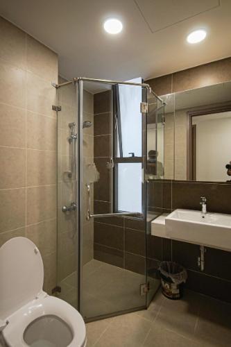 Phòng tắm căn hộ Icon 56 Căn hộ Icon 56 nội thất đầy đủ 3 phòng ngủ, view thành phố.