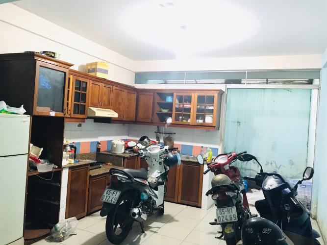 Bếp nhà phố quận 4 Bán nhà phố 4 phòng ngủ đường hẻm Nguyễn Trường Tộ, diện tích đất 86.6m2, diện tích sàn 167.4m2, sổ hồng đầy đủ