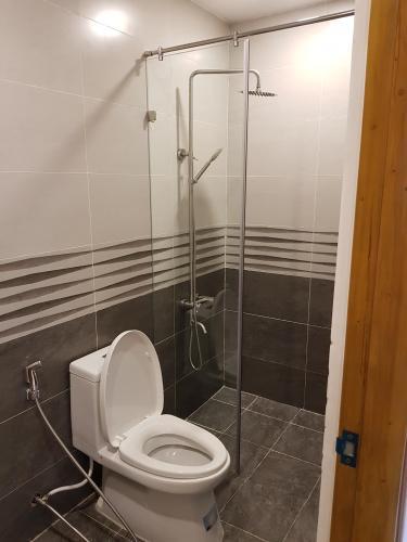 Phòng tắm căn hộ Hưng Phúc Căn hộ Happy Residence nội thất đầy đủ, ban công rộng rãi.