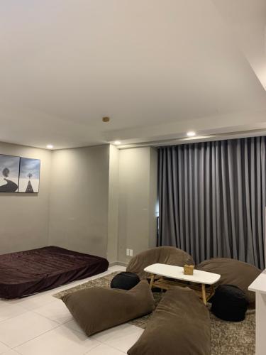 Phòng khách The Gold View, Quận 4 Căn hộ The Gold View tầng thấp, bàn giao đầy đủ nội thất.