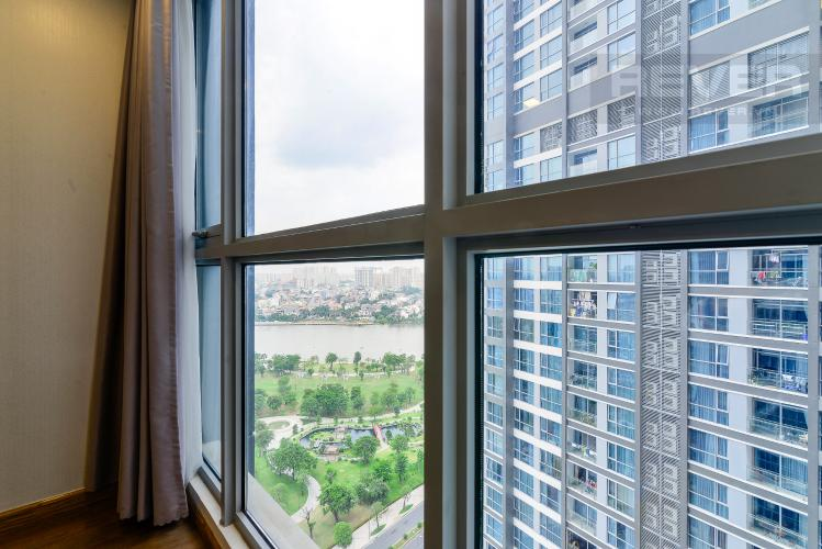 View Phòng Ngủ Cho thuê căn hộ Vinhomes Central Park 2PN, đầy đủ nội thất, view sông, hướng Đông Nam đón gió