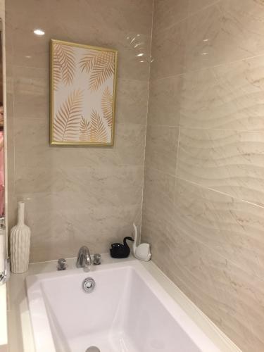 Phòng tắm Vinhomes Central Park Căn hộ Vinhomes Central Park tầng trung, đầy đủ nội thất.