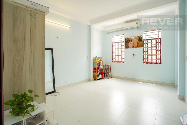 Phòng Ngủ 1 Tầng 2 Cho thuê nhà phố 3 tầng, phường Bình An, Q2, diện tích đất 92m2, đường trước nhà 2 ô tô tránh nhau