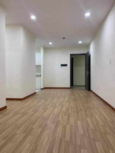 Căn hộ Diamond Riverside tầng trung, nội thất cơ bản.