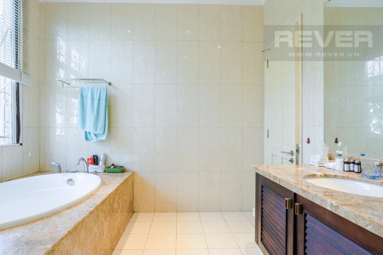 Phòng Tắm Nhà phố đường Lê Văn Lương, Quận 7, 3 tầng, nội thất đầy đủ, sổ đỏ chính chủ