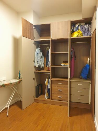 Không gian căn hộ Richstar, Tân Phú Căn hộ Richstar ban công hướng Đông bàn giao nội thất đầy đủ.