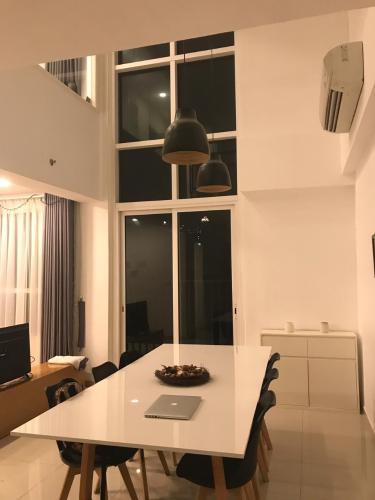 Cho thuê duplex Vista Verde 2PN, diện tích 78m2, đầy đủ nội thất, ban công Đông Nam thoáng mát