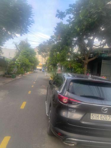 Đường lớn nhà phố quận 9 Nhà phố quận 9, diện tích 4x22m, cách Đỗ Xuân Hợp 90m.